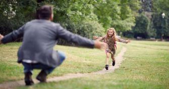 Rasenmäher-Eltern – und wie sie die Entwicklung des Kindes beeinflussen | apomio Gesundheitsblog