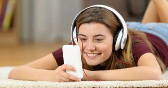 Wie Soziale Medien das Selbstbild Jugendlicher beeinflussen | apomio Gesundheitsblog