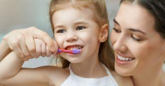 Mundhygiene, die glücklich macht: Über die richtige Pflege von Zähnen, Zunge und Zahnfleisch