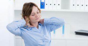Die vielfältigen Ursachen von Nackenschmerzen | apomio Gesundheitsblog