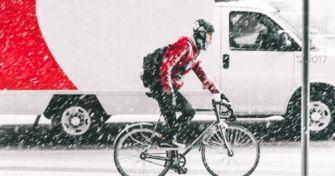 Fahrradkurier bringt Onlinebestellung bis an die Haustür | apomio Presse
